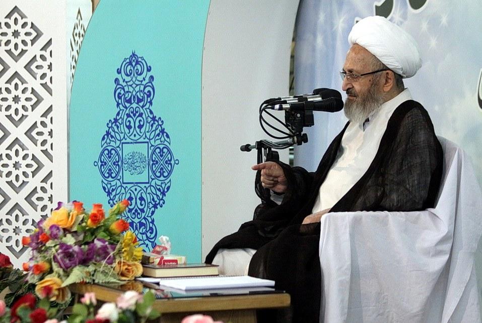 حضرت خدیجه عشیره خود را فدای اسلام کرد